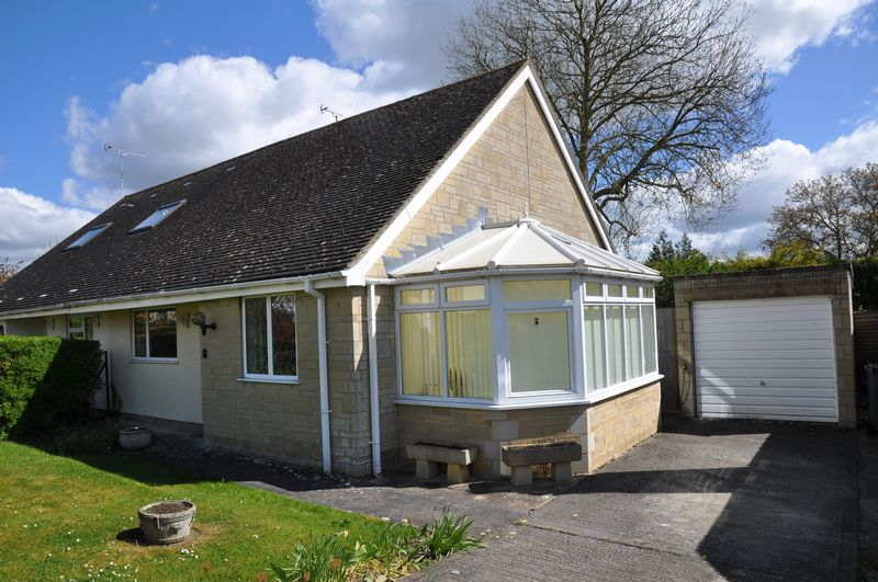 2 Bedrooms Semi Detached Bungalow for sale in Clanfield
