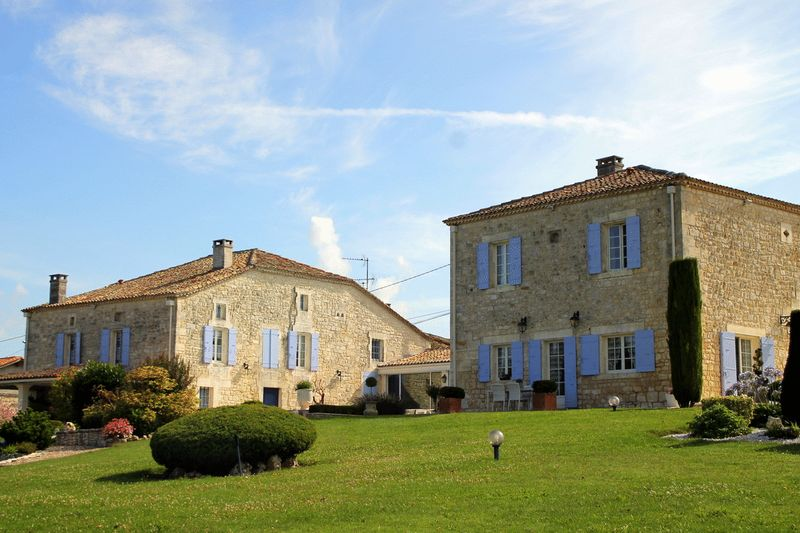 Superbly renovated 6 bed home with pool, close to Angoulême