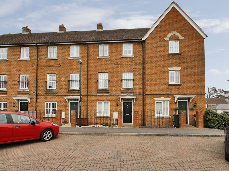 4 Bedrooms Terraced House for sale in Trist Way, Ifield, Crawley, West Sussex