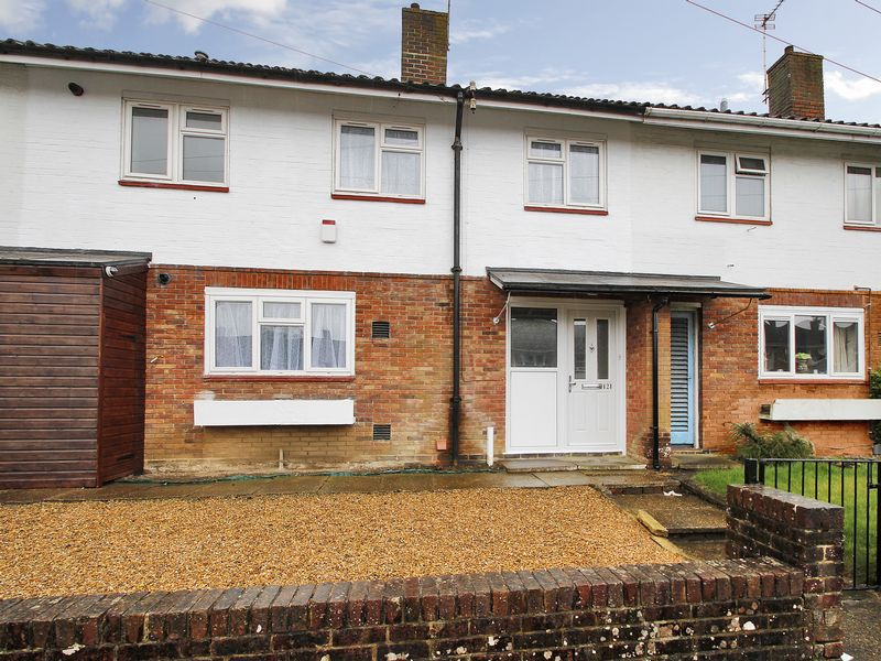 3 Bedrooms Terraced House for sale in Southgate Drive, Southgate, Crawley, West Sussex