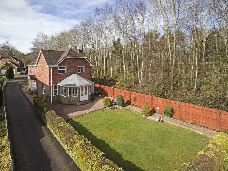 4 Bedrooms Detached House for sale in Copthorne Road, Worth, Crawley, West Sussex