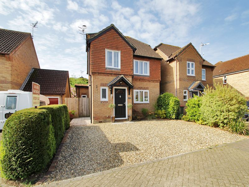 3 Bedrooms Detached House for sale in Marshall Road, Maidenbower, Crawley