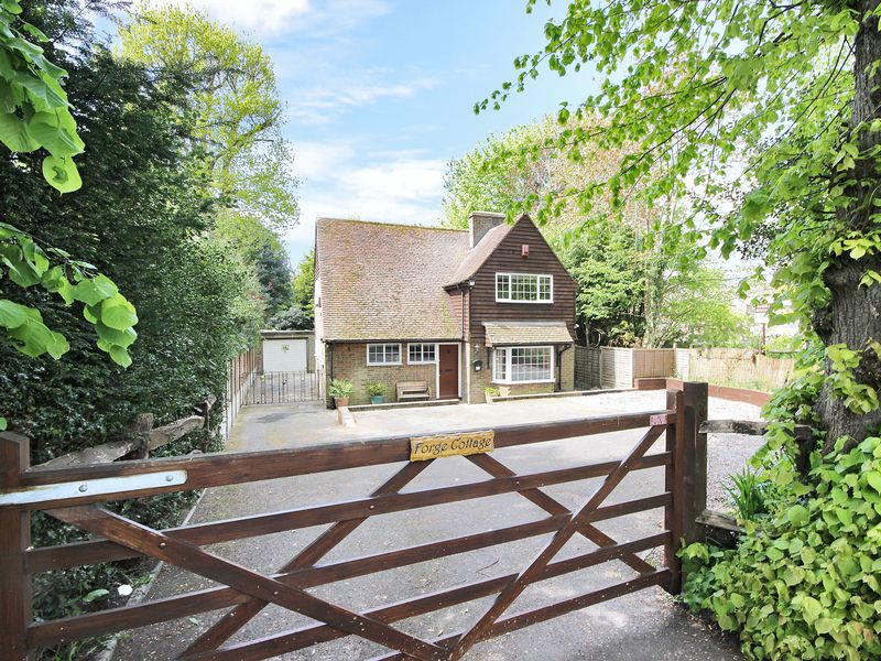 4 Bedrooms Detached House for sale in Balcombe Road, Worth, Crawley, West Sussex