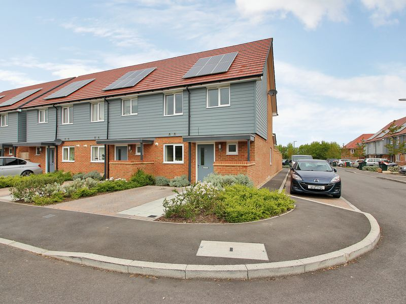 3 Bedrooms House for sale in Waterfall Crescent, Bewbush, Crawley