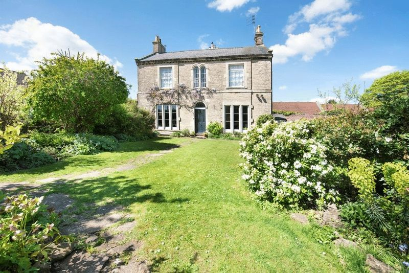 4 Bedrooms Semi Detached House for sale in Vallis Way, Frome