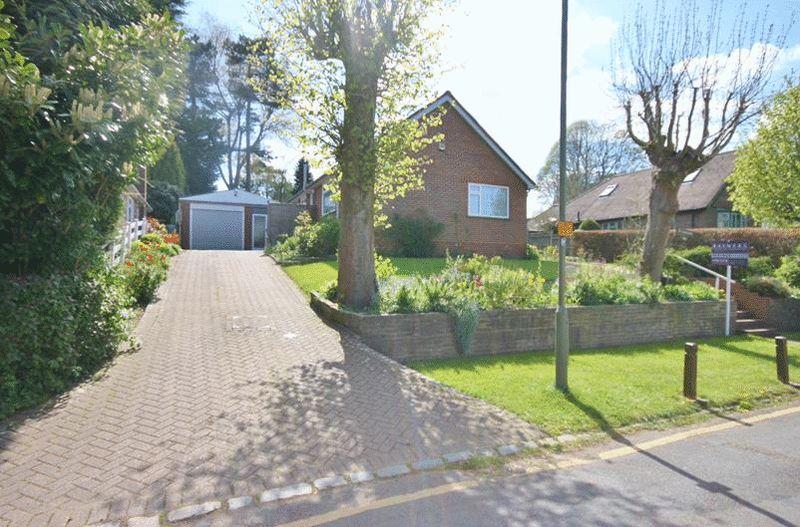 3 Bedrooms Detached Bungalow for sale in Oakley Road, Warlingham