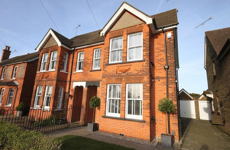 4 Bedrooms Semi Detached House for sale in Leas Road, Warlingham