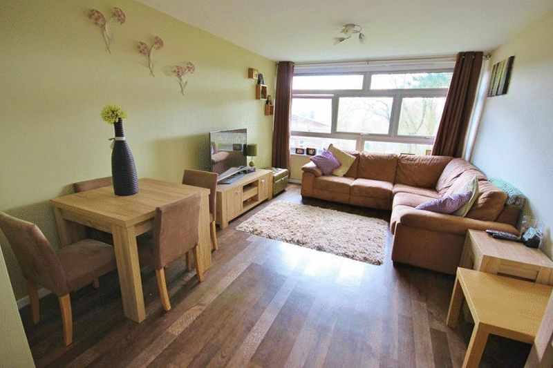 2 Bedrooms Flat for sale in Court Bushes Road, Whyteleafe