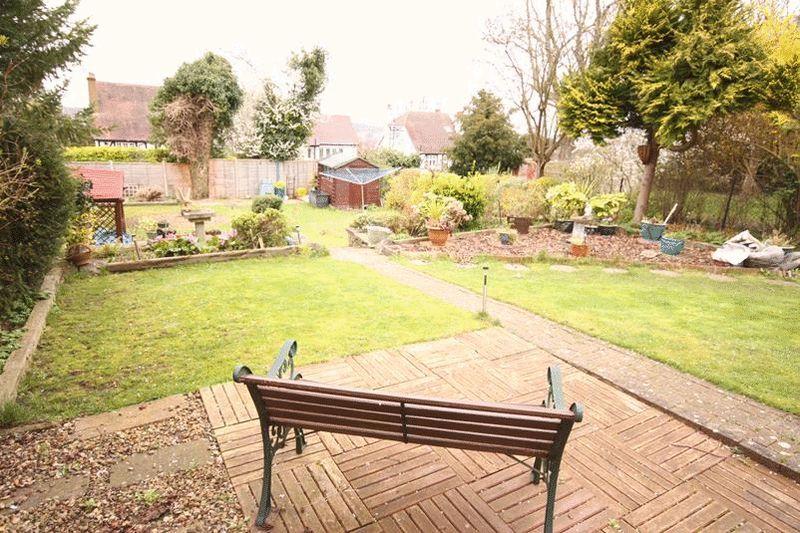 5 Bedrooms Property for sale in Beechwood Road, Sanderstead