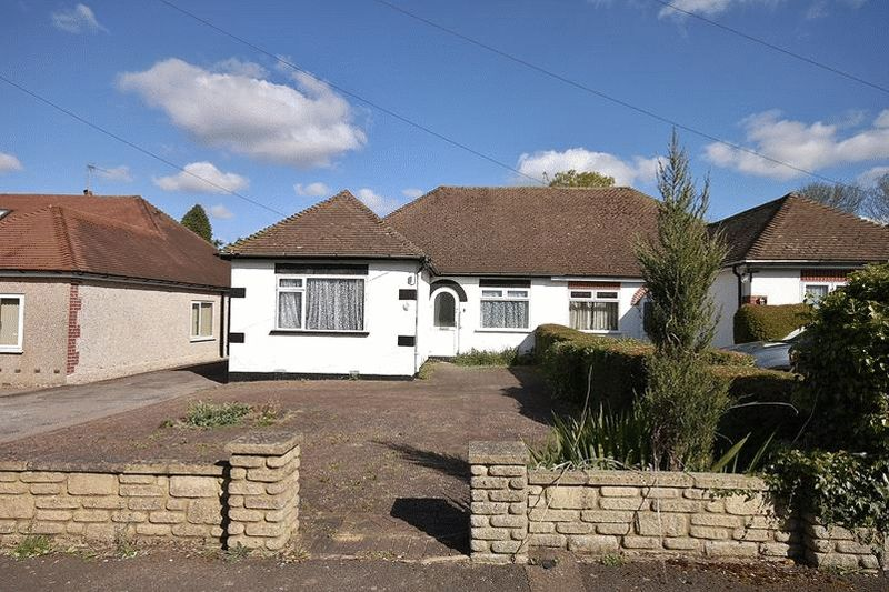 3 Bedrooms Semi Detached Bungalow for sale in Crewes Avenue, Warlingham