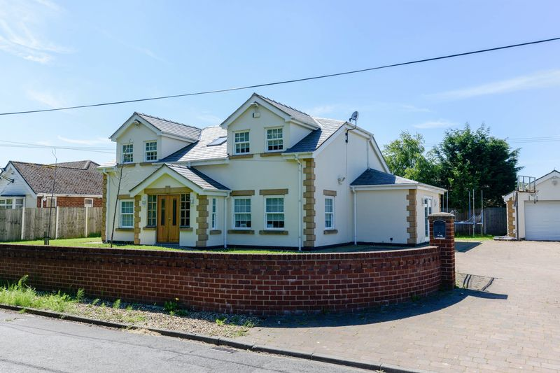 4 Bedrooms Detached House for sale in Brookfield Lane, Ormskirk