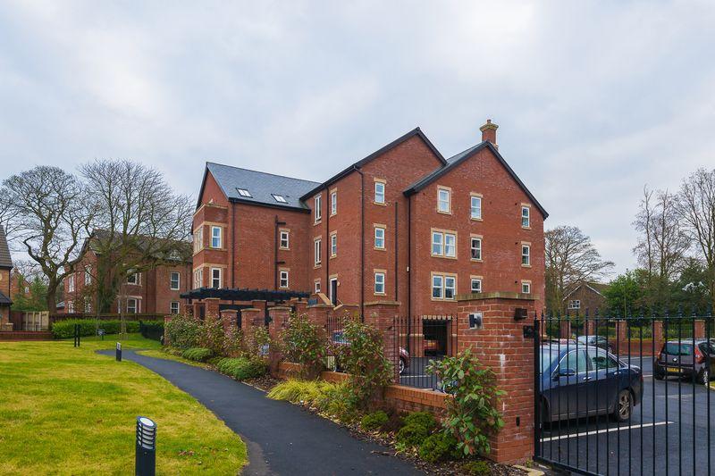 2 Bedrooms Flat for sale in Grammar School Gardens, Ormskirk