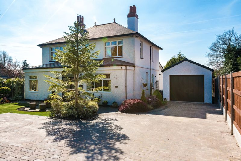 4 Bedrooms Detached House for sale in Prescot Road, Aughton