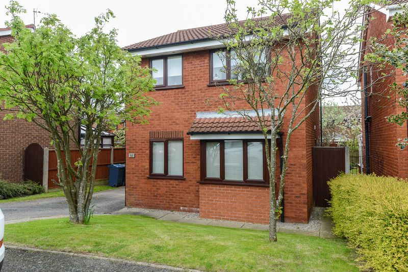 3 Bedrooms Detached House for sale in Pine Avenue, Ormskirk