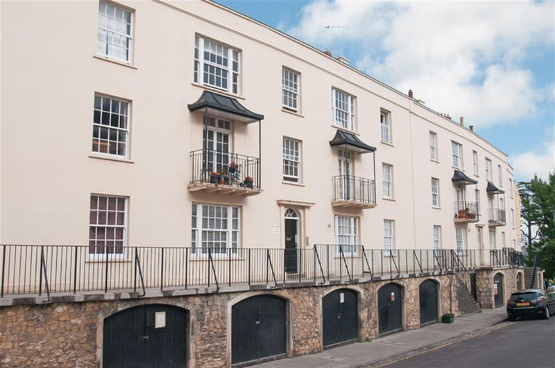 2 Bedrooms Flat for sale in Wellington Terrace, Clifton Village