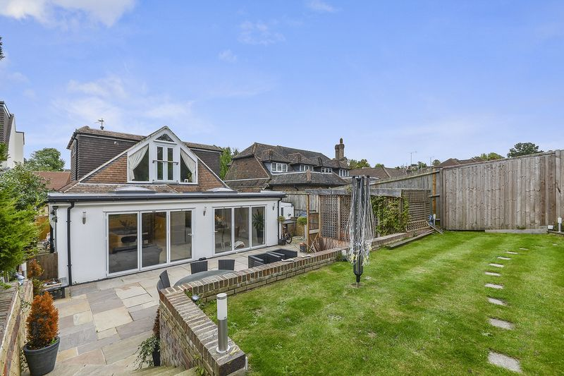 5 Bedrooms Bungalow for sale in Nork Banstead.