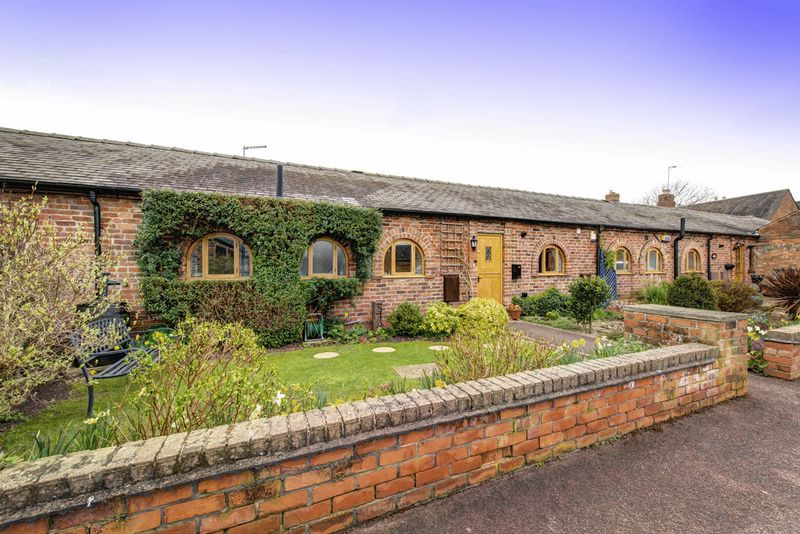 3 Bedrooms Bungalow for sale in RECTORY FARM MEWS, WESTON ON TRENT