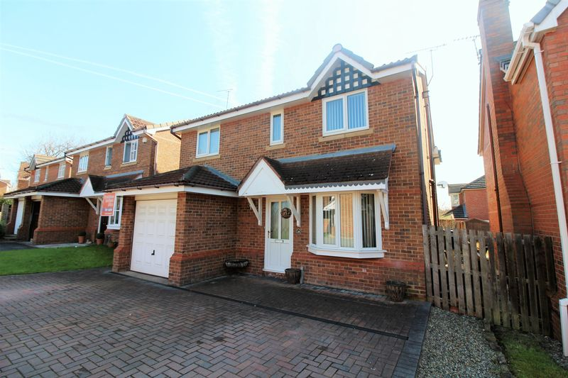 4 Bedrooms Detached House for sale in Breton Close, Upton, Chester