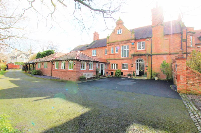 4 Bedrooms Semi Detached House for sale in Hough Green, Chester