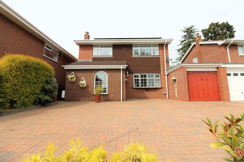 4 Bedrooms Detached House for sale in Meadow Close, Chester
