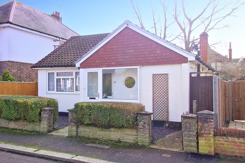 2 Bedrooms Detached Bungalow for sale in Shelley Road, Bognor Regis, PO21