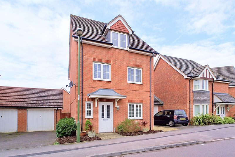 3 Bedrooms Detached House for sale in Baxendale Road, Chichester, PO19
