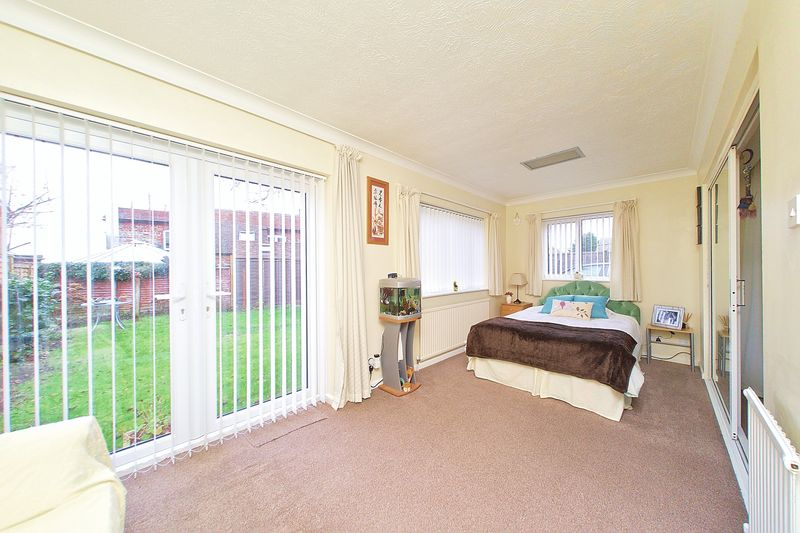 2 Bedrooms Semi Detached Bungalow for sale in Dukes Meadow, Rose Green PO21