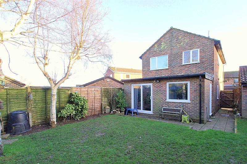 3 Bedrooms Detached House for sale in Sunningdale Gardens, Bognor Regis, PO22