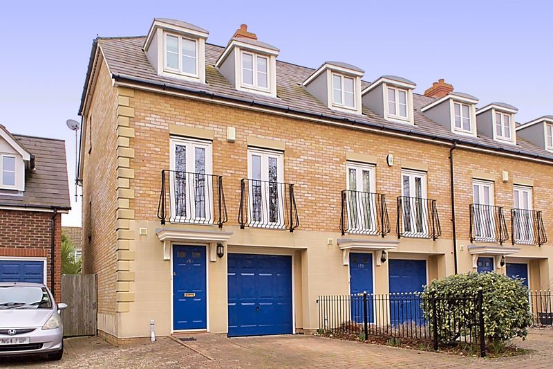 3 Bedrooms Terraced House for sale in Woodlands Lane, Chichester