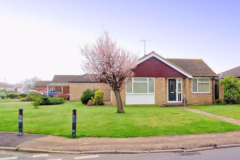 2 Bedrooms Detached Bungalow for sale in Cardinals Drive, Pagham, Bognor Regis, PO21