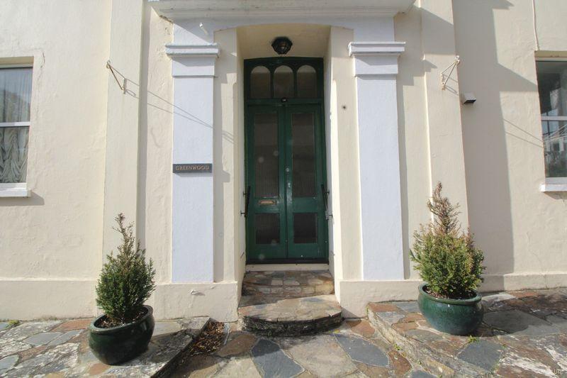 2 Bedrooms Flat for sale in Torwood Gardens Road, Torquay