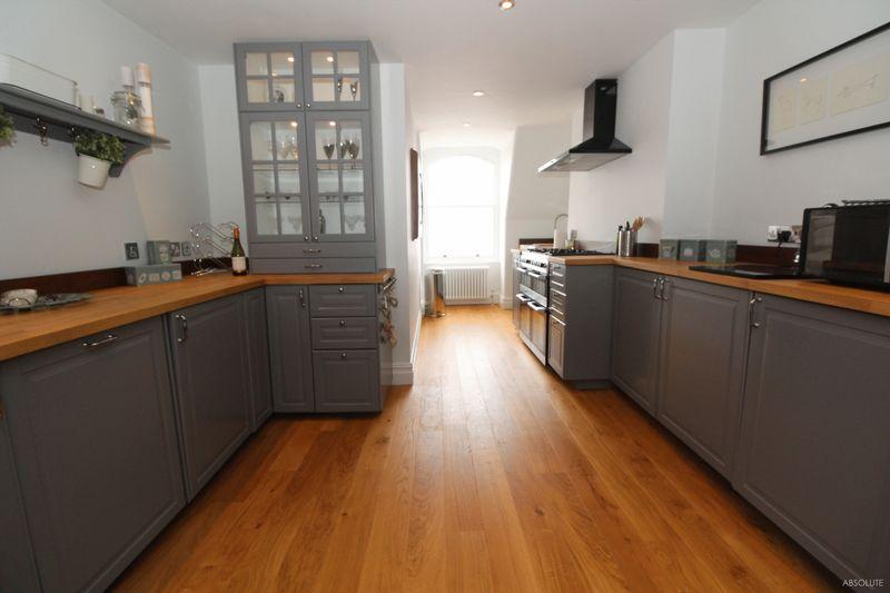 3 Bedrooms Flat for sale in Kents Road, Torquay