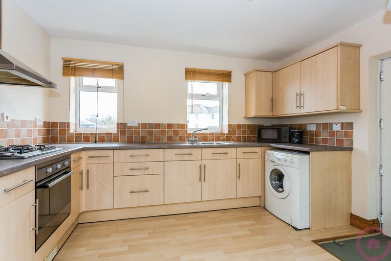 3 Bedrooms Flat for sale in Granley Drive, Cheltenham