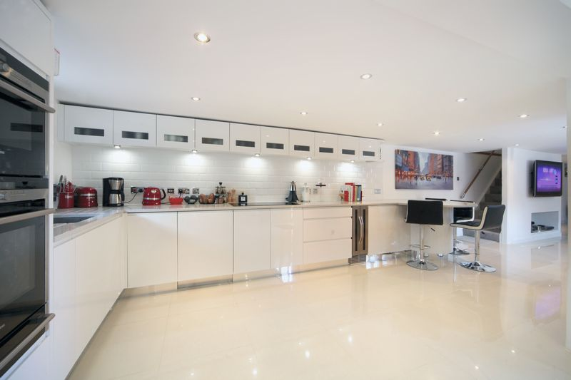 2 Bedrooms Detached House for sale in Marlow