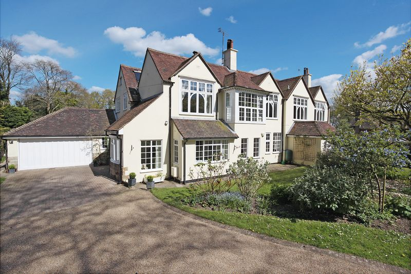 4 Bedrooms House for sale in High Broom Road, Crowborough, East Sussex