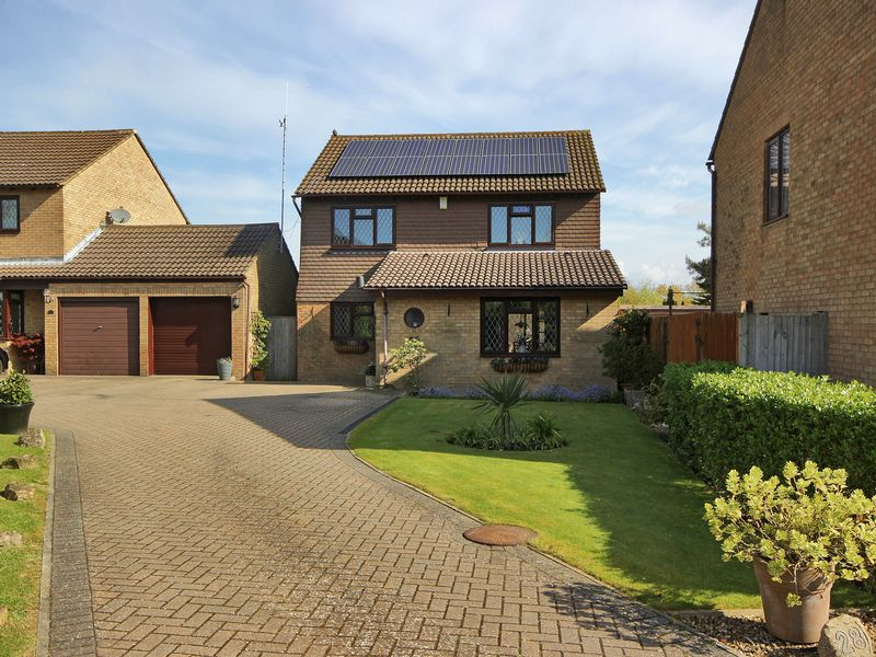 4 Bedrooms Detached House for sale in Simons Close, Crowborough, East Sussex