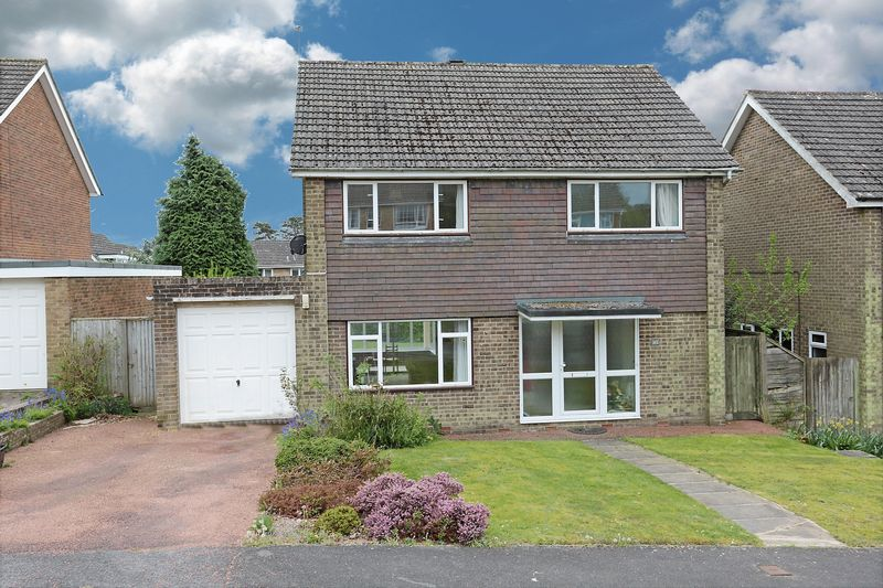 4 Bedrooms Detached House for sale in Combe End, Crowborough, East Sussex
