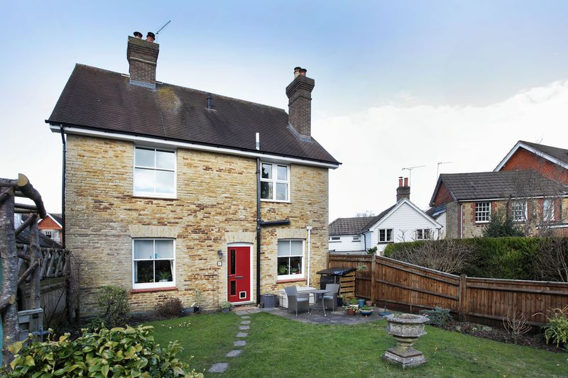 2 Bedrooms Maisonette Flat for sale in Church Road, Crowborough, East Sussex