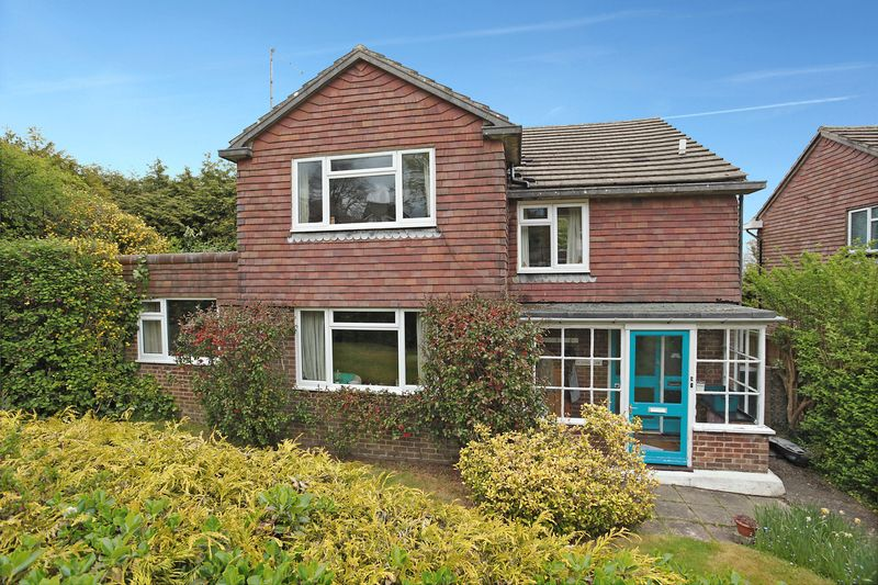4 Bedrooms Detached House for sale in Saxonbury Close, Crowborough, East Sussex