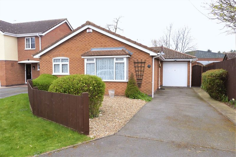 3 Bedrooms Detached Bungalow for sale in Hadrian Close, Syston