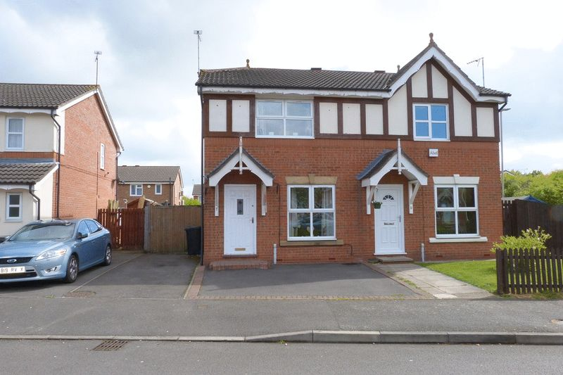 3 Bedrooms Semi Detached House for sale in Coleford Road, Leicester