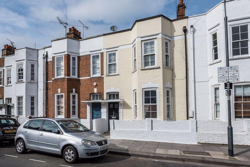 4 Bedrooms Flat for sale in Racton Road, Fulham