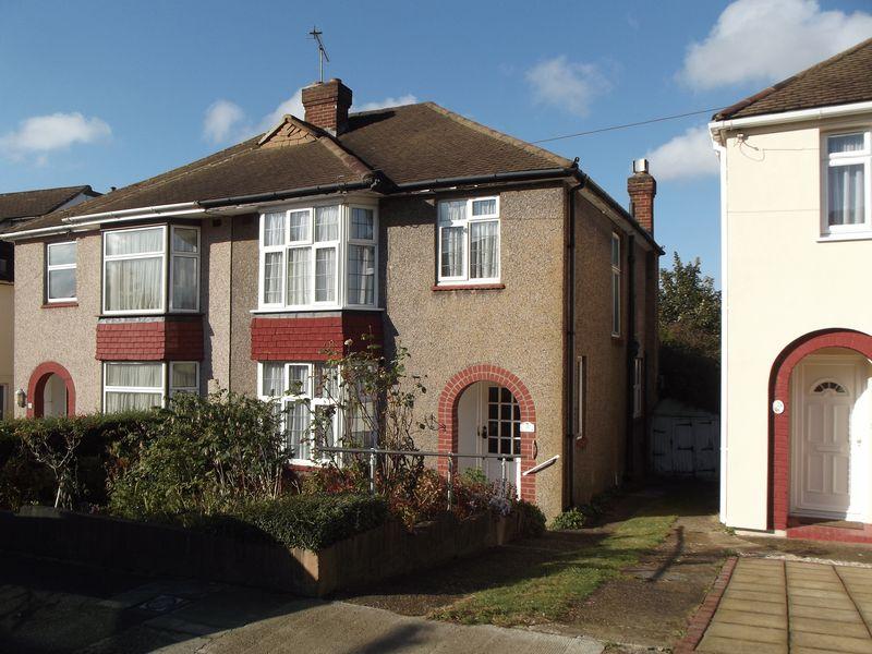 3 Bedrooms Semi Detached House for sale in Tudor Close, Dartford