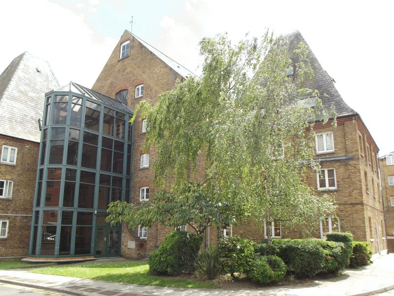 1 Bedroom Flat for sale in Clifton Road, Gravesend