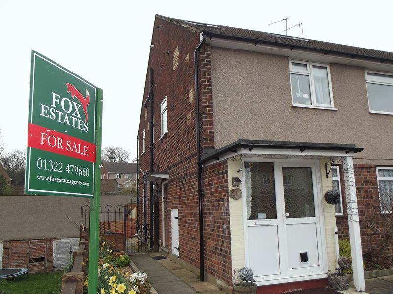 2 Bedrooms Flat for sale in Lea Vale, Crayford
