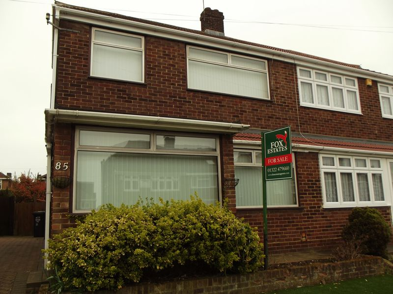 3 Bedrooms Semi Detached House for sale in Teesdale Road, Dartford