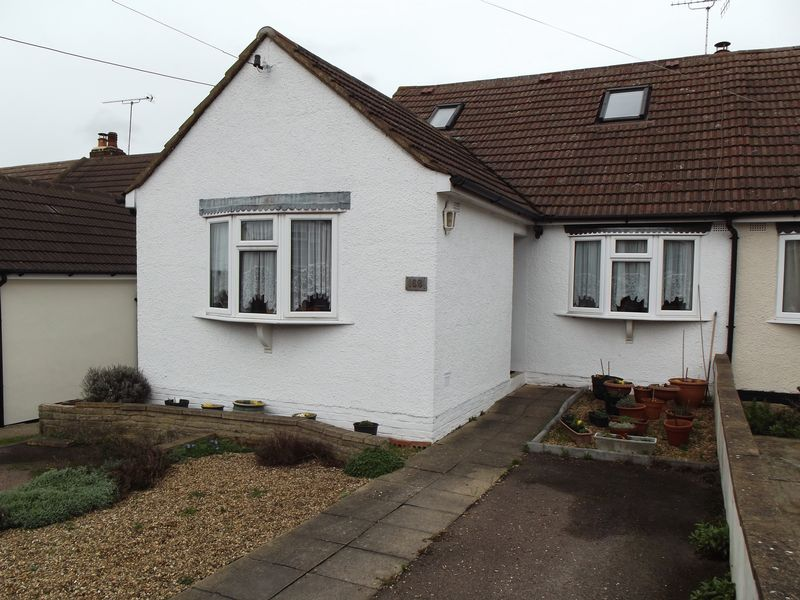 4 Bedrooms Semi Detached Bungalow for sale in New Road, South Darenth