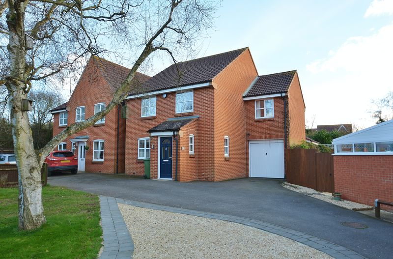 4 Bedrooms Detached House for sale in Youens Drive, Thame