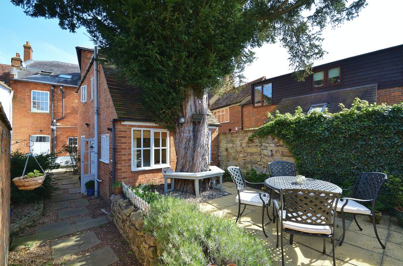 2 Bedrooms Detached House for sale in High Street, Thame