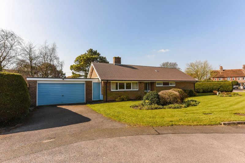 3 Bedrooms Detached Bungalow for sale in Priory Close, Boxgrove, Chichester